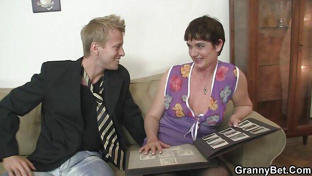 Nena vestida de látex y su xxx insesto duro maestro tienen una sesión de sexo pervertido