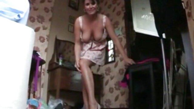 Princesa insesto salvaje pelirroja se masturba en pantimedias