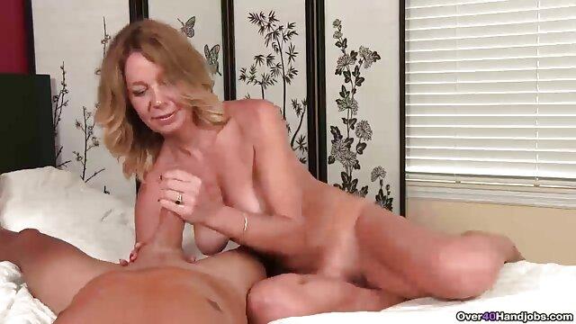 La linda adolescente Jimena Lago le hace peliculas sexo incesto una mamada a su novio
